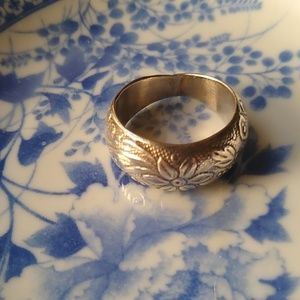 Jewelry - Sterling floral etched ring